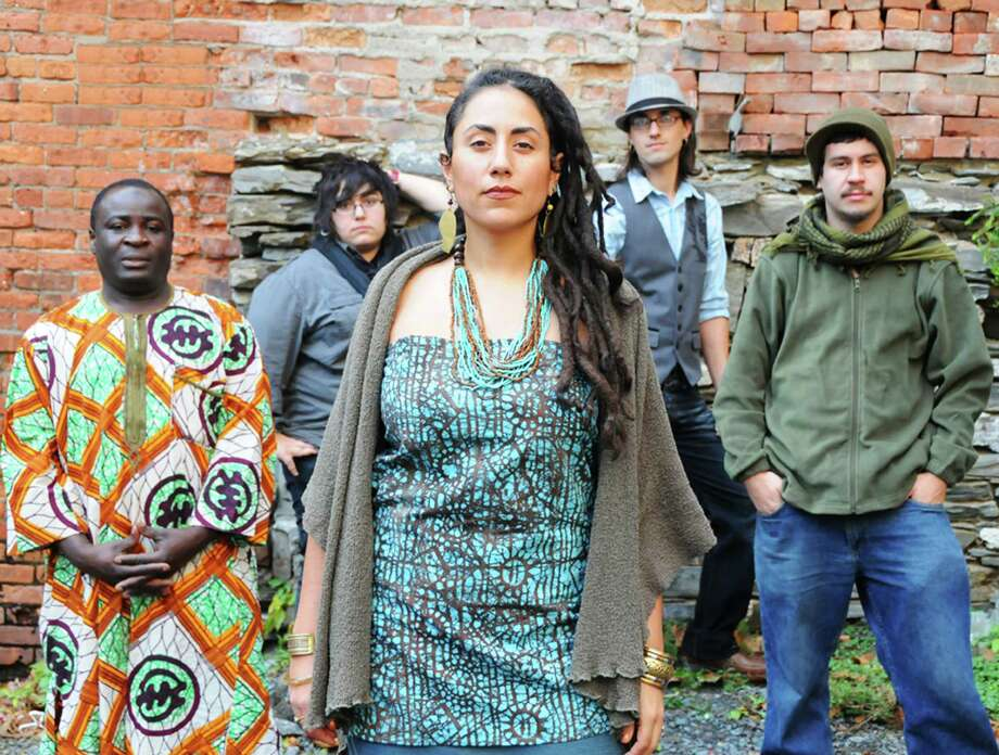 Taina Asili and band (Courtesy the artist)