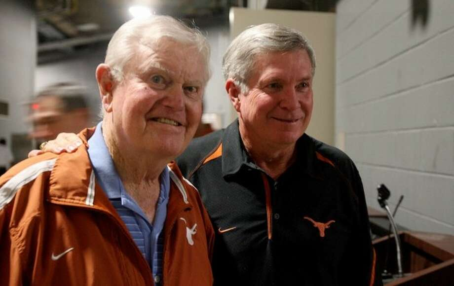 Mack Brown, right, considered Darrell Royal as a friend and mentor. (Alberto Martinez/Associated Press)
