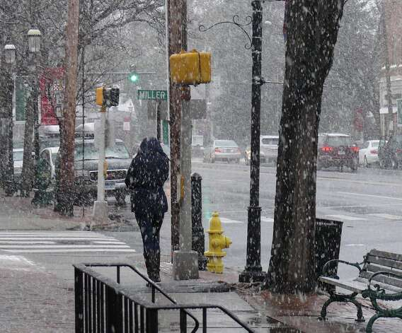 A nor'easter hit Fairfield Wednesday, bringing snow and forecasts of high wind. Photo: Genevieve Reilly / Fairfield Citizen