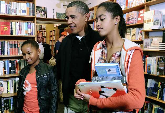 Sasha, Barack and Malia Obama shop for books at Kramerbooks and Afterwords, a local bookstore, in Washington, D.C. on Nov. 26, 2011.  Photo: JEWEL SAMAD, AFP/Getty Images / 2011 AFP