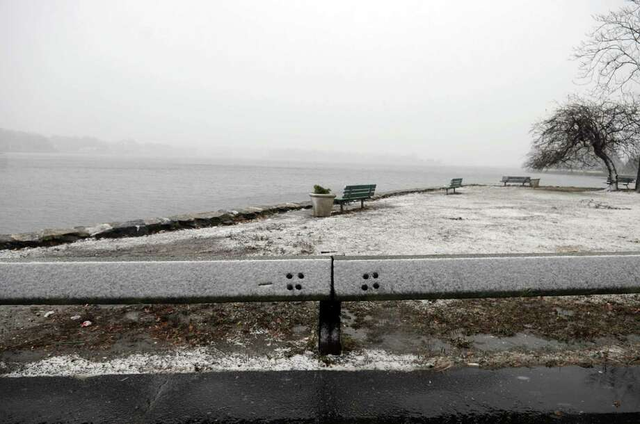 Snow begins to fall from a nor'easter in Stamford, Conn., on Wednesday, November 7, 2012. Photo: Lindsay Niegelberg / Stamford Advocate