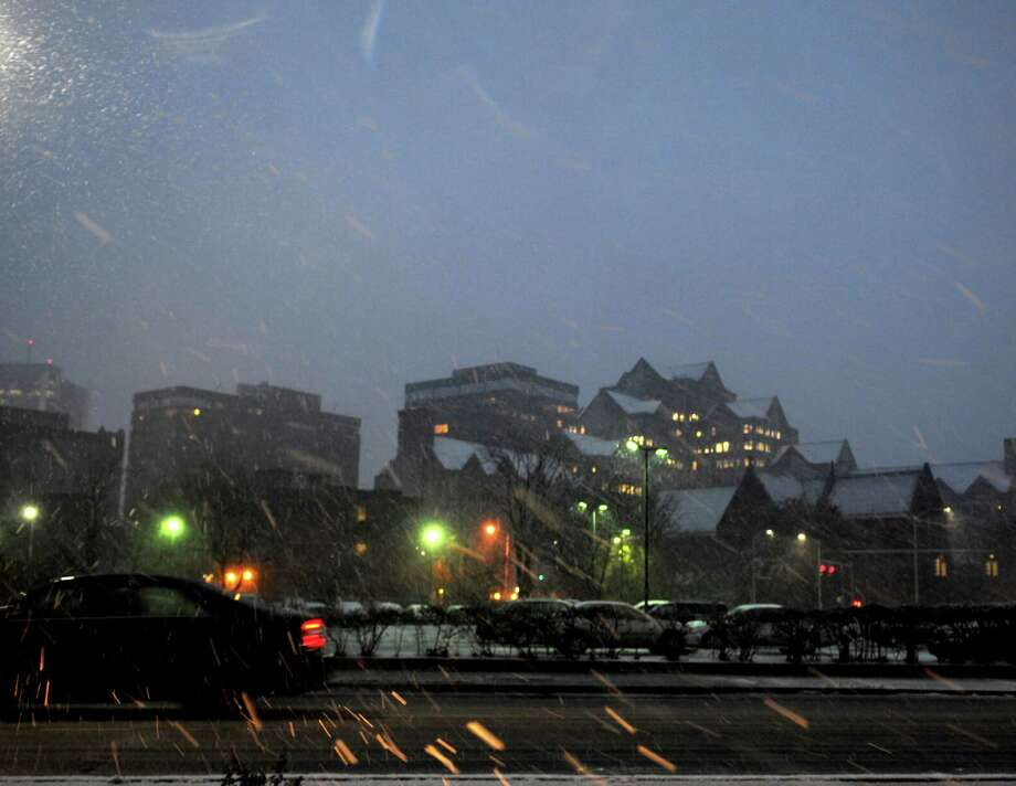 Heavy snow falls from a nor'easter on Wednesday, November 7, 2012. Photo: Lindsay Niegelberg / Stamford Advocate