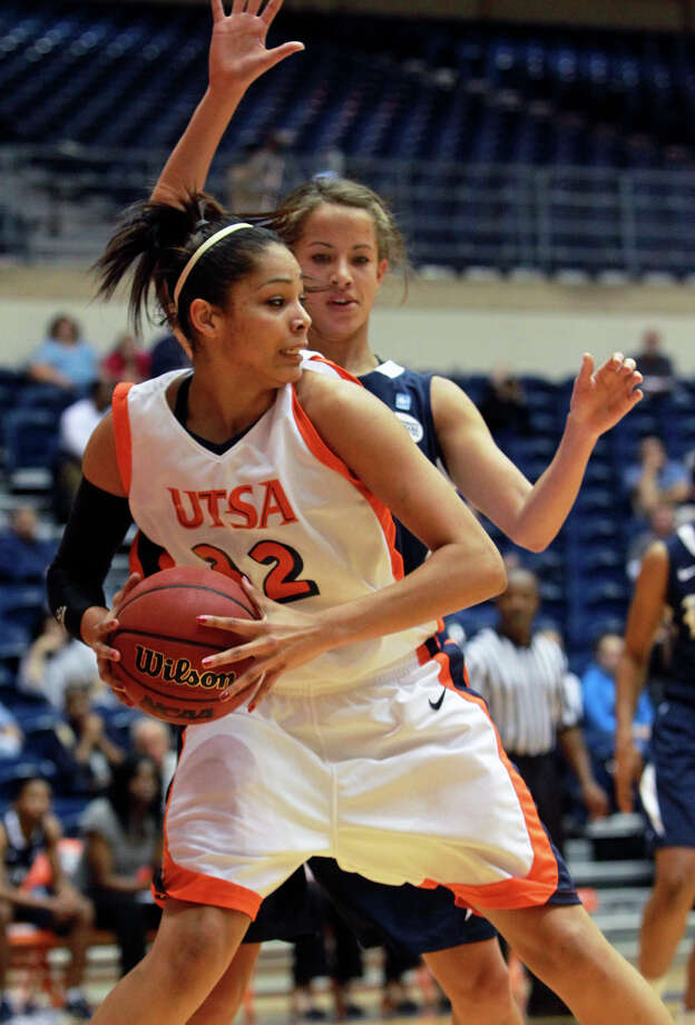 Roadrunner center Whitney Wright posts up on Jessica Kuster as UTSA plays Rice at the Convocation Center on December 30, 2011. Photo: TOM REEL, SAN ANTONIO EXPRESS-NEWS / © 2011 San Antonio Express-News