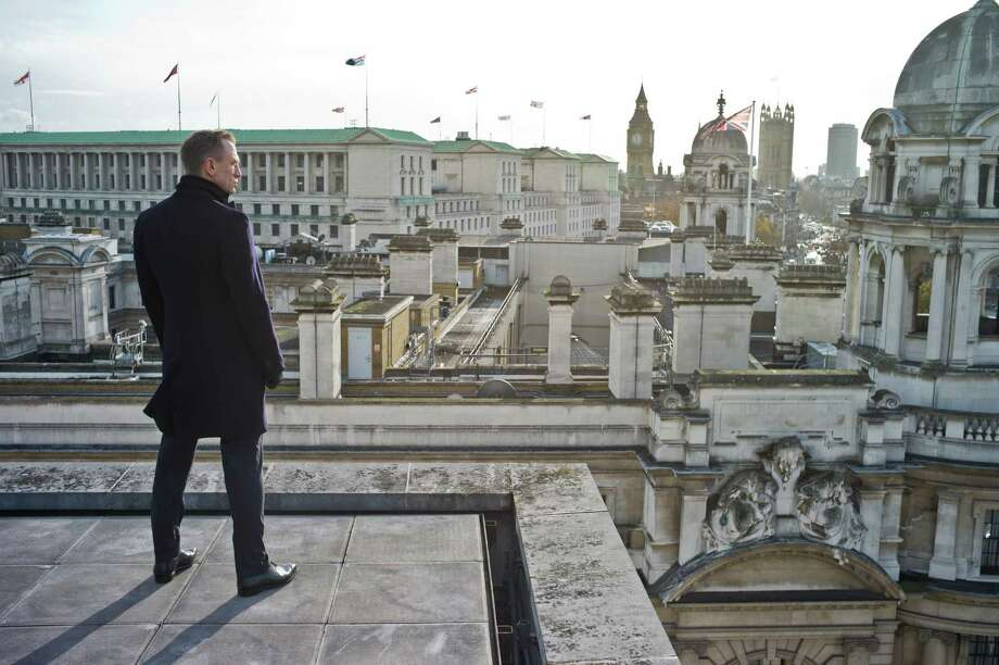 (London, England) Daniel Craig stars as James Bond in Metro-Goldwyn-Mayer Pictures/Columbia Pictures/EON Productionsí action adventure SKYFALL. Photo: Francois Duhamel