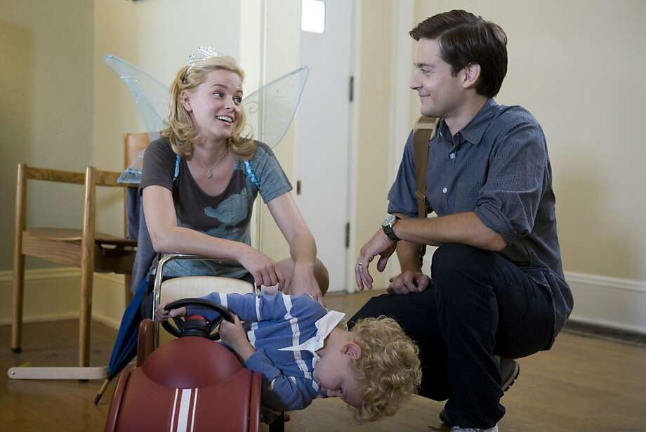 ELIZABETH BANKS as Nealy Lang and TOBEY MAGUIRE as Jeff Lang in THE DETAILS Photo: Radius TWC
