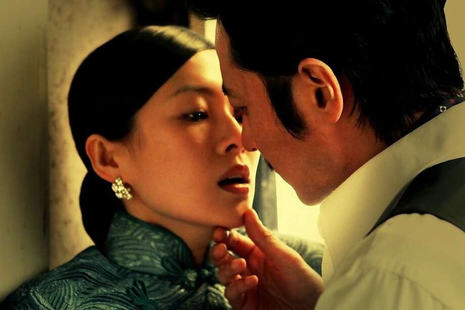 Du Fenyu [Zhang Ziyi] and Xie Yifan [Jang-dong Gun] struggle with temptation in Jin-ho Hur's DANGEROUS LIAISONS. Photo: WellGo USA Entertainment