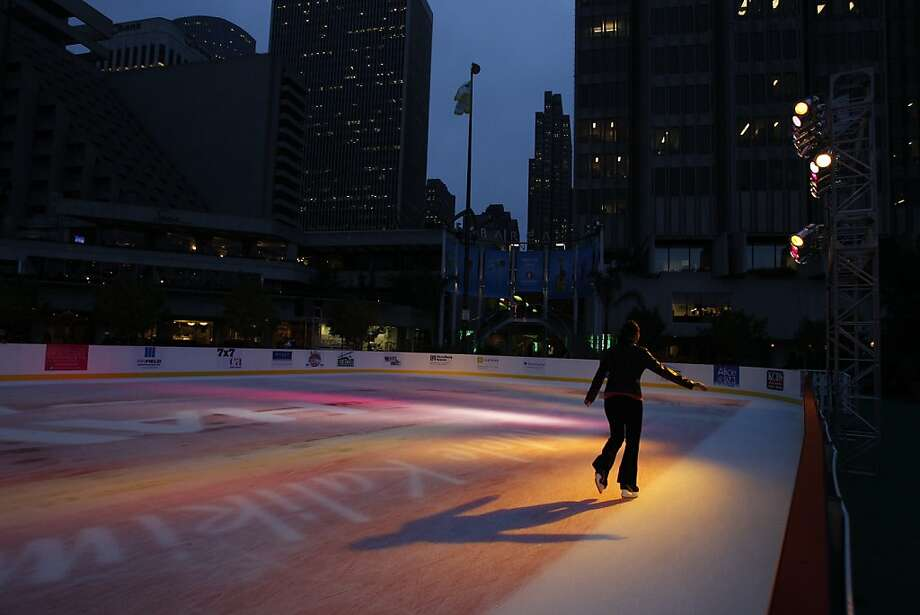 The Embarcadero ice rink has become a holiday tradition for many Bay Area residents. Photo: Carlos Avila Gonzalez, The Chronicle