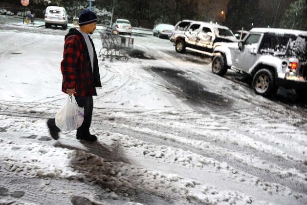 Felipe Gomez, of Stamford, braves the bitter cold and snow to do some shopping at the Stop & Shop in Fairfield, Conn. on Wednesday November 7, 2012. Photo: Christian Abraham / Connecticut Post