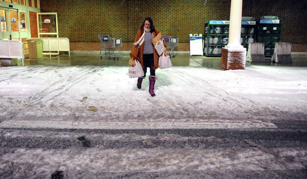 Victoria Roberts, of Fairfield, braves the bitter cold and snow to do some shopping at the Stop & Shop in Fairfield, Conn. on Wednesday November 7, 2012. Photo: Christian Abraham / Connecticut Post