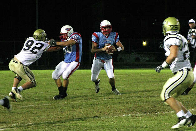 The Lumberton Raiders suffered their nineth straight loss to the Nederland Bulldogs Friday night, 48-0. Photo: David Lisenby, Freelance