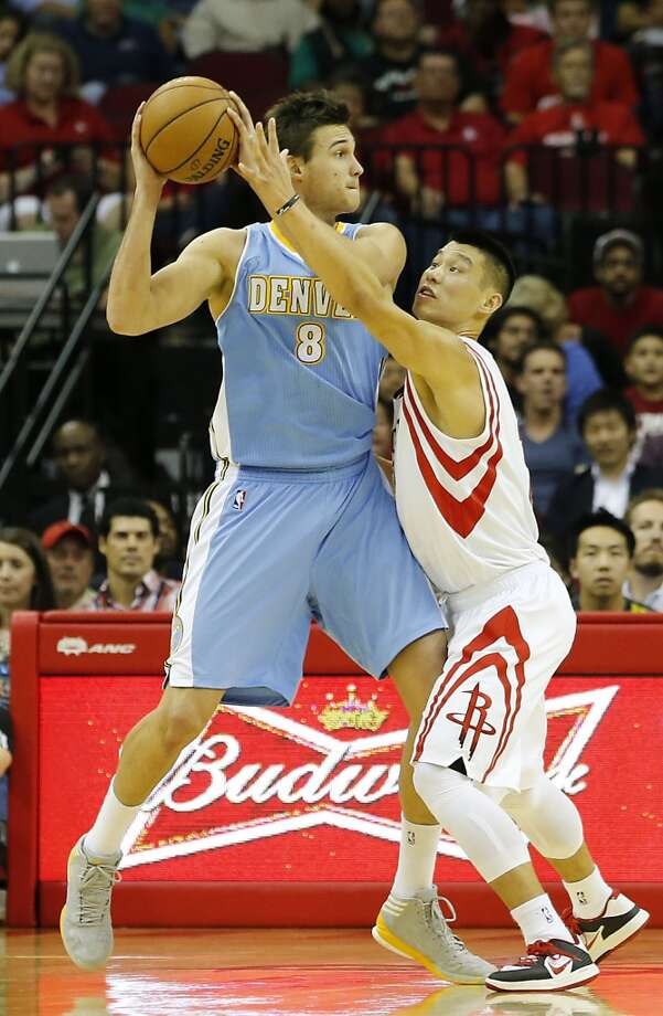Danilo Gallinari left, and Jeremy Lin battle for the ball. (James Nielsen / Houston Chronicle)