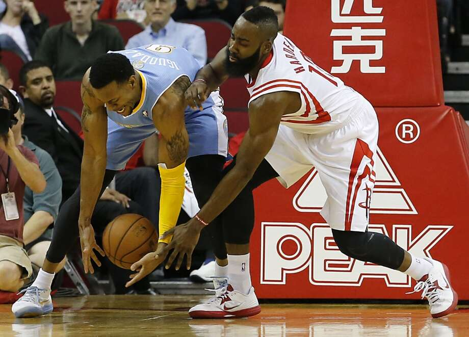 Andre Iguodala left, and James Harden chase a loose ball. (James Nielsen / Houston Chronicle)