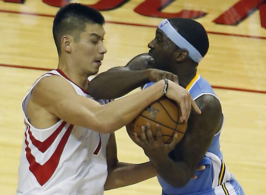 Jeremy Lin left, and the Nuggets Ty Lawson fight for the ball.  (James Nielsen / Houston Chronicle)