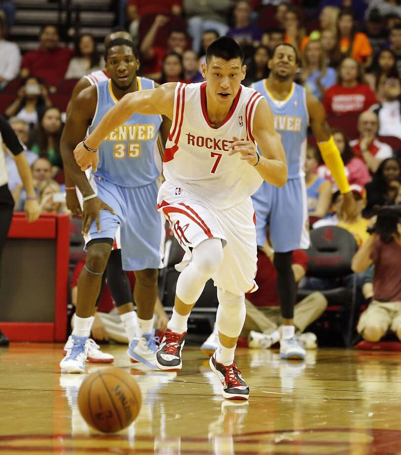 Jeremy Lin chases down a loose ball. (James Nielsen / Houston Chronicle)