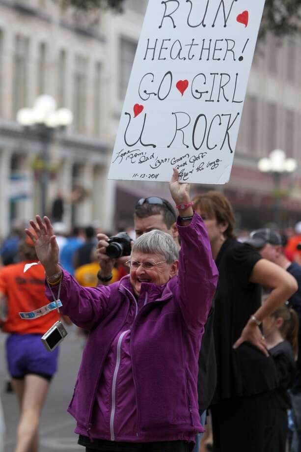 Sue De Villez cheers on her duaghter Heather De Villez during the Rock 'n' Roll San Antonio Marathon and 1/2 Sunday, Nov. 13, 2011. (SAN ANTONIO EXPRESS-NEWS)