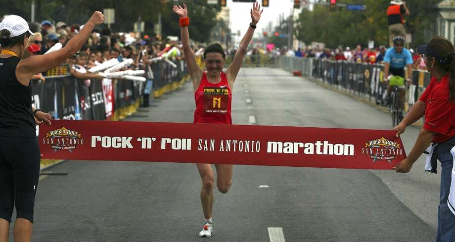 Tatiana Pushkareva of Russia was the women's winner in the 2009 Rock 'n' Roll San Antonio Marathon with a time of 2:30:30. (SAN ANTONIO EXPRESS-NEWS)