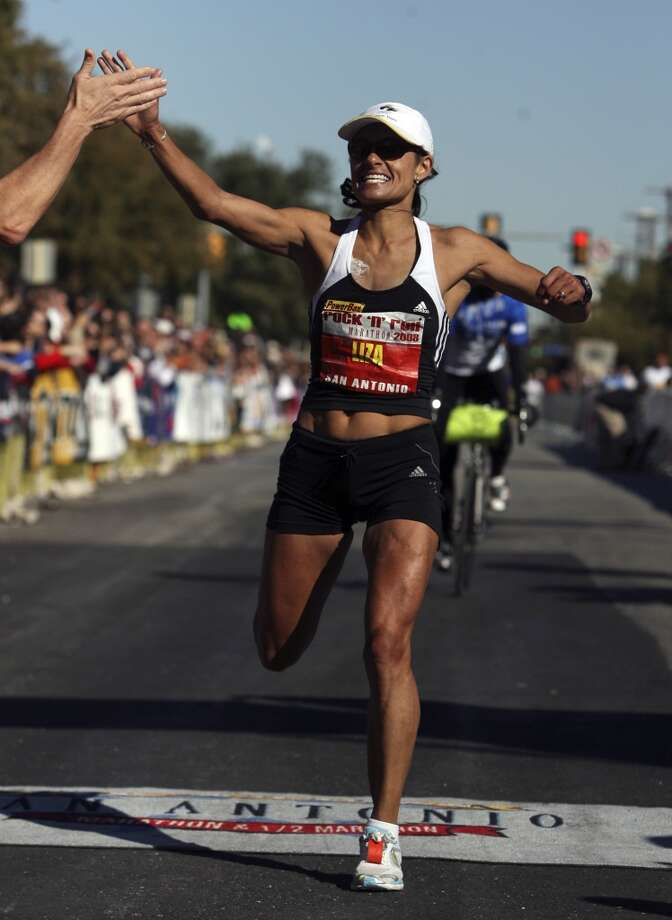 San Antonio favorite Liza Hunter Galvan took second place in the women's division of the 2008 Rock 'n' Roll Marathon. Her unofficial time was 2:29:40. (SAN ANTONIO EXPRESS-NEWS)