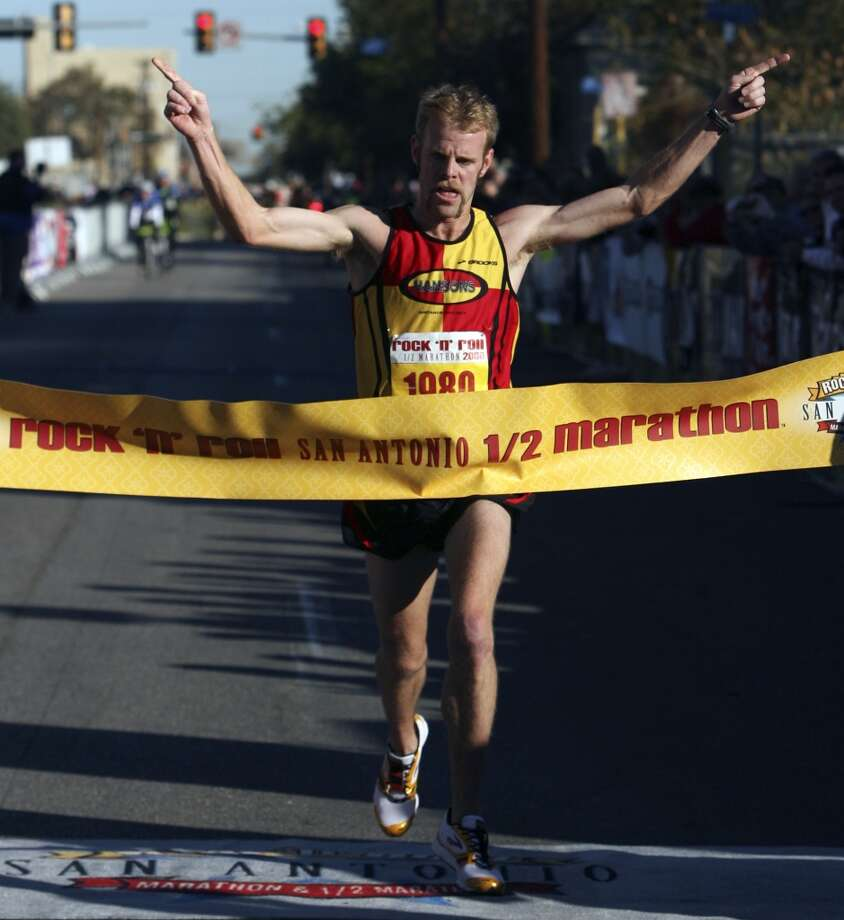 Brian Sell wins the half marathon during the 2008 Rock 'n' Roll Marathon and 1/2 Marathon. Sell won that race with a time of 1:02:50. (SAN ANTONIO EXPRESS-NEWS)