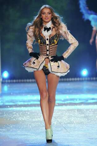 Model Bregje Heinen walks the runway. Photo: Jamie McCarthy, Getty Images / 2012 Getty Images