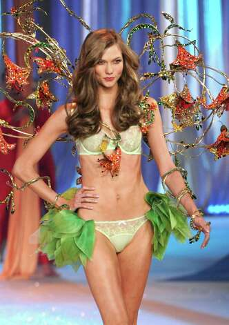 Model Karlie Kloss walks the runway. Photo: Jamie McCarthy, Getty Images / 2012 Getty Images