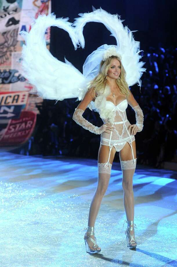 Victoria's Secret Angel Lindsay Ellingson walks the runway. Photo: Jamie McCarthy, Getty Images / 2012 Getty Images