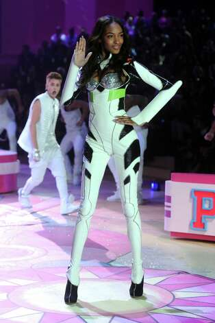 Model Jourdan Dunn walks the runway. Photo: Jamie McCarthy, Getty Images / 2012 Getty Images