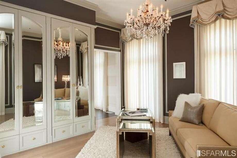 A private dressing room. Photo via SFMLS/Sotheby's International.
