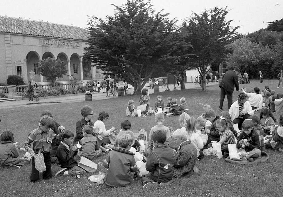 May 22, 1972: Students enjoy lunch on the lawn at the San Francisco Zoo. Photo: Joseph J. Rosenthal, The Chronicle / ONLINE_YES