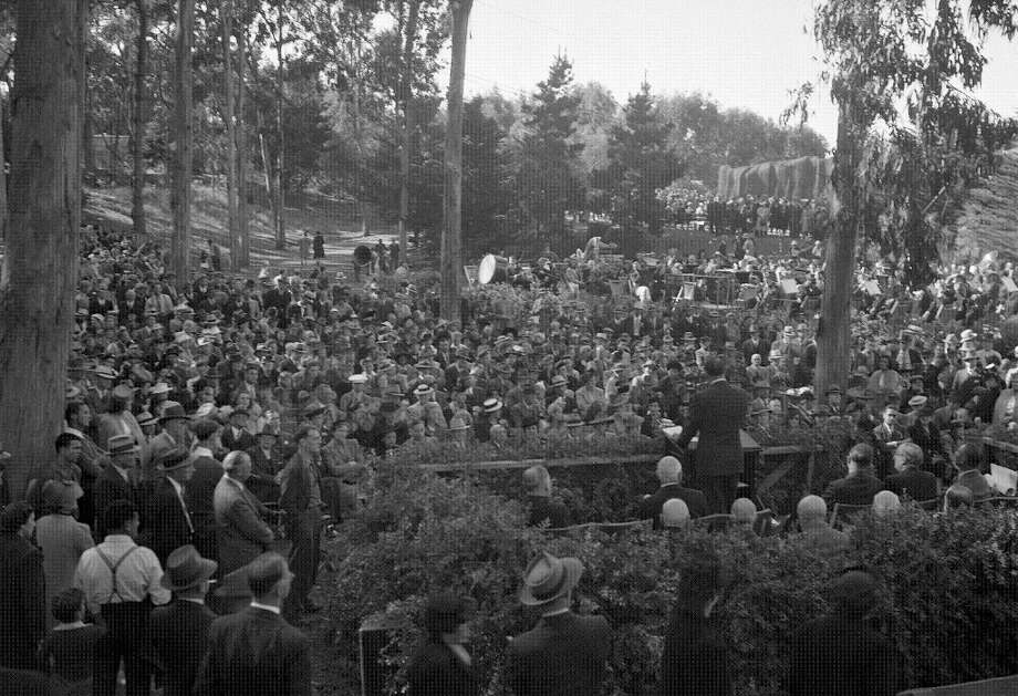 A photo from the Fleishhacker Zoo dedication. The photo is likely from 1929. (Chronicle file) Photo: Chronicle File, The Chronicle / ONLINE_YES
