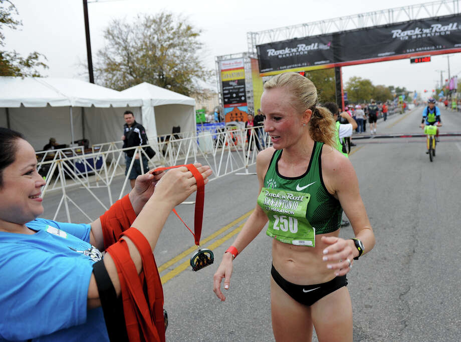 Half Marathon (Women) 11/13/11 - Shalane Flanagan: 1:10:49 Photo: JOHN ALBRIGHT, Express-News / San Antonio Express-News