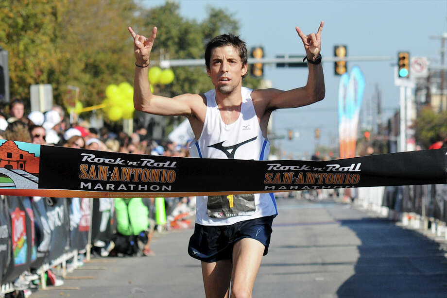 Marathon (Men) 11/13/11 - David Fuentes: 02:28:10 Photo: JOHN ALBRIGHT, Express-News / San Antonio Express-News