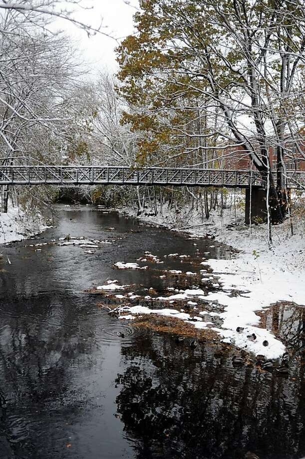 Snow creates a pretty winter scene from the North Street Bridge in Stamford, Conn., on Thursday, November 8, 2012. Photo: Lindsay Niegelberg, Connecticut Post