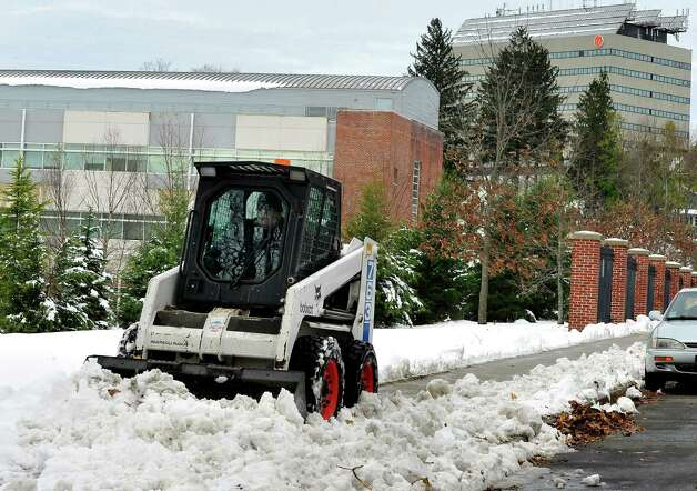 A worker clears the sidewalks at Western Connecticut State University midtown campus Thursday, Nov. 8, 2012. Photo: Michael Duffy / The News-Times
