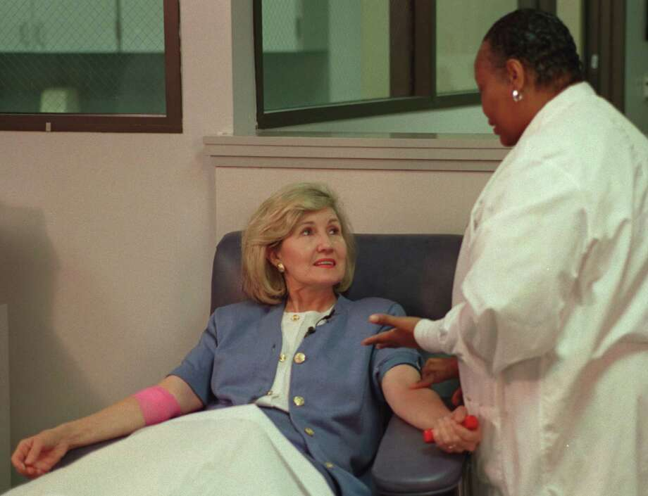 Brenda Nelson from the Gulf Coast Regional Blood Center works to draw the blood of US Senator Kay Bailey Hutchison on Aug. 10, 2001. Photo: Steve Ueckert, Houston Chronicle / Houston Chronicle