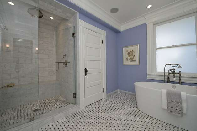 There's also a walk-in shower. Photo: Devin MacDonald, Tppsf.com