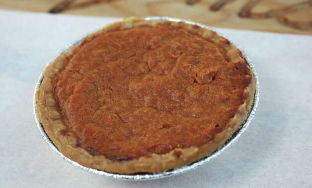Mini sweet potato pie from Sweet Yams. Photo: Juanito M Garza, San Antonio Express-News / San Antonio Express-News