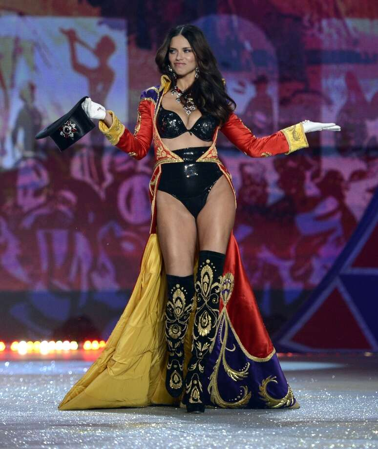 Victoria's Secret Angel Adriana Lima during the 2012 Victoria's Secret Fashion Show at the Lexington Avenue Armory on November 7, 2012 in New York . Photo: TIMOTHY A. CLARY, AFP/Getty Images / AFP
