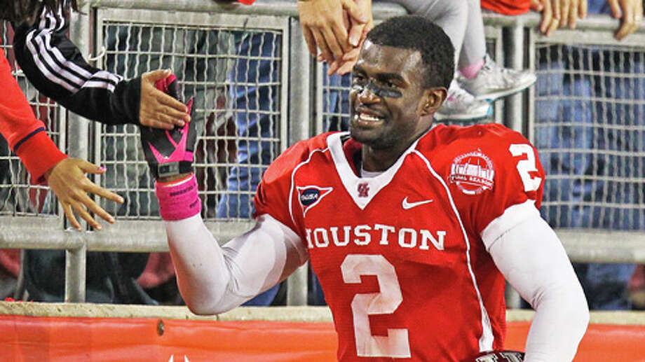 Houston defensive back D.J. Hayden is alert and stable but remains in critical condition after a freak injury normally associated with high-speed motorcycle wrecks. Photo: Nick De La Torre, . / © 2012  Houston Chronicle