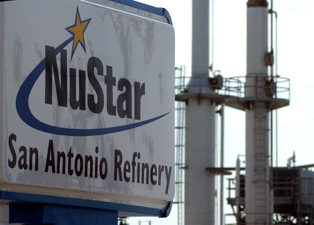 The Nustar Refinery on the south side was formerly the AGE Refinery. Photo: ROBIN JERSTAD, For The Express-News / San Antonio Express-News