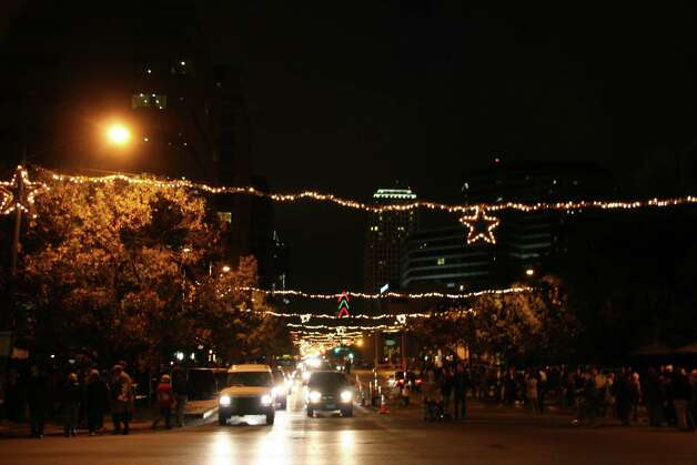 Xmas2006-23: looking down Congress Avenue at the lights and thousands of people doing the stroll by Jack