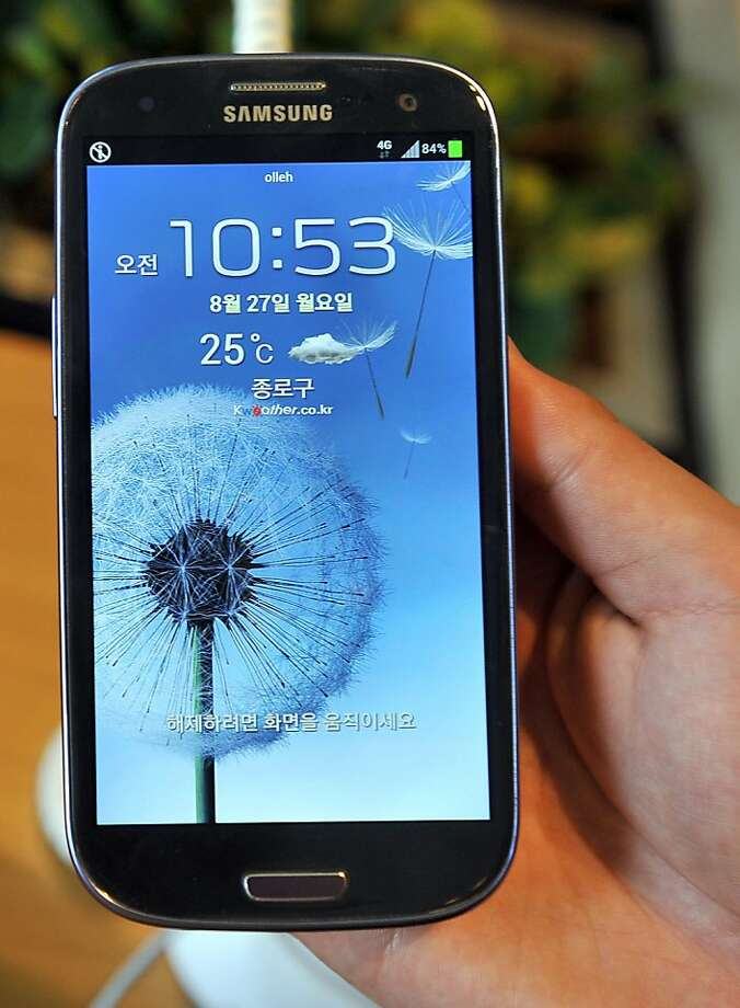 (FILES) Samsung's Galaxy S3 is seen at a mobile phone shop in Seoul in this August 27, 2012 filel photo.  Samsung's Galaxy S3 overtook Apple's iPhone 4S in the third quarter to give the South Korean firm the world's best-selling smartphone model for the first time ever, a research firm said November 8, 2012. The survey from Strategy Analytics came, however, as Apple was launching the iPhone 5. Sales from both the iPhone 4S and iPhone 5 combined were higher than those of the flagship Samsung smartphone.  AFP PHOTO / JUNG YEON-JE / FILESJUNG YEON-JE/AFP/Getty Images Photo: Jung Yeon-je, AFP/Getty Images