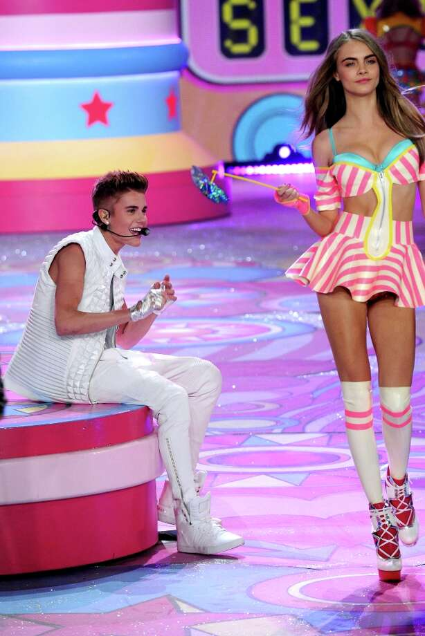 Singer Justin Bieber performs during the Victoria's Secret 2012 Fashion Show on November 7, 2012 in New York City. Photo: Bryan Bedder, Getty Images For SWAROVSKI ELEME / 2012 Getty Images