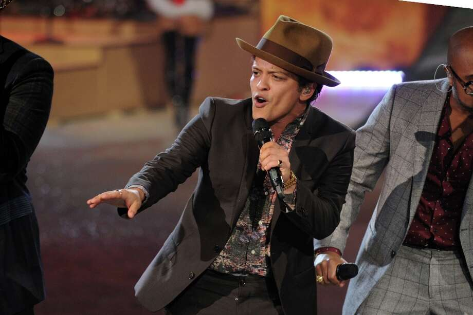 Singer Bruno Mars during the Victoria's Secret 2012 Fashion Show on November 7, 2012 in New York City. Photo: Bryan Bedder, Getty Images For SWAROVSKI ELEME / 2012 Getty Images