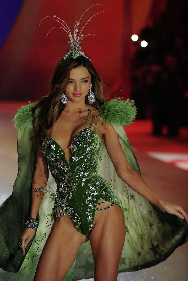 Victoria's Secret Angel Miranda Kerr walks the runway during the Victoria's Secret 2012 Fashion Show on November 7, 2012 in New York City. Photo: Bryan Bedder, Getty Images For SWAROVSKI ELEME / 2012 Getty Images
