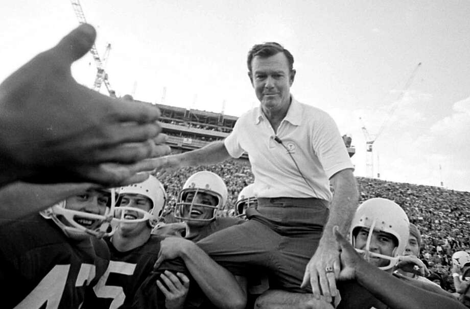 Darrell Royal enjoyed the ride of his life during a 20-year career as Texas coach. Even near the end of his life, the wishbone was a fixture in his fading memory. Photo: Anonymous, STF / AP