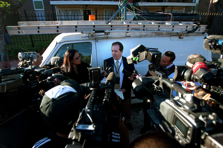 HPD Homicide investigator Kevin Carr talks to media after a woman's body was found in the 7600 block of Bellerive Drive Friday, Nov. 9, 2012, in Houston. The woman allegedly fell out of a car after an altercation with individuals inside the car. Photo: Cody Duty, Houston Chronicle / © 2012 Houston Chronicle