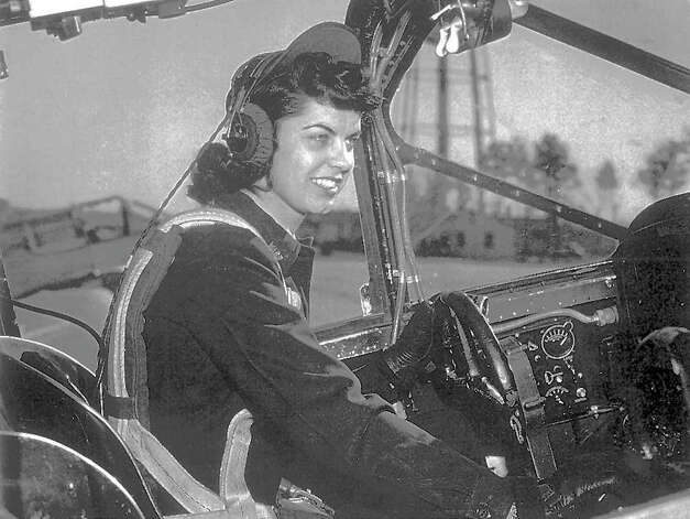 Betty Jo Reed, shown during World War II, is among just 650 or so surviving members of the Women's Airforce Service Pilots Program. Four WASPs recently got together in Harbor Springs, Mich., for a reunion, recalling how they blazed trails across the sky. Photo: BETTY JO REED, ASSOCIATED PRESS / AP1999