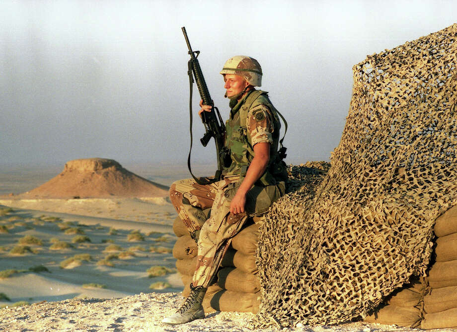 U.S. soldier rests while on guard at a relay station in the Saudi Arabian dessert during operation Desert Shield, November 9, 1990. Photo: DIETER ENDLICHER, AP / AP1990