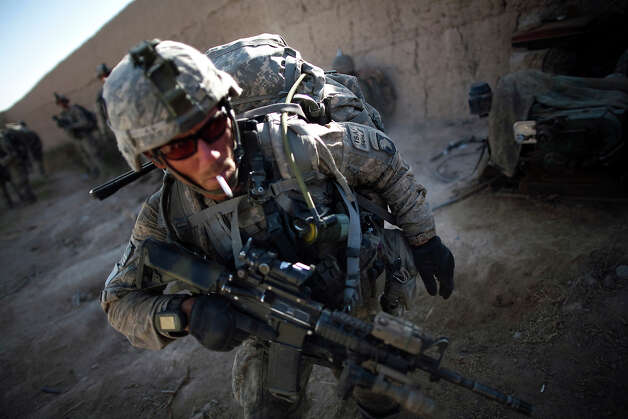 US soldier Sergeant Bill Myers, from Phoenix, Arizona, from Bravo Company 2-502 Infantry Regiment, 101st Airborne Division, prepares to patrol after a break near Forward Operation Base Howz-e-Madad, Zhari district, Kandahar province, Afghanistan, Thursday, Oct. 7, 2010. Photo: Rodrigo Abd, ASSOCIATED PRESS / AP2010