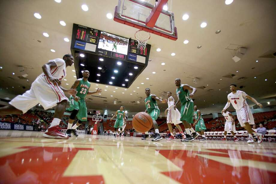11/9/12: General action of the Houston Cougars against the Florida A&M Rattlers at the Hofheinz Pavilion on November 9, 2012 at the University of Houston in Houston, Texas. At halftime Florida was winning 35 to 34. Photo: Thomas B. Shea, For The Chronicle / © 2012 Thomas B. Shea